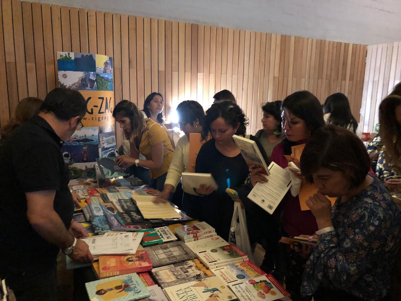 Zig-Zag participa de ferias y seminarios en el marco del mes del libro y la lectura